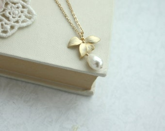 Orchid Flower Pearl Gold Necklace. An Orchid Jewelry. Bridesmaids Gifts. Gold Orchids, Pearl Wedding Jewelry, Sis. Orchid Flower Necklace
