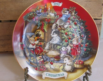 """AVON Christmas Plate, """"Sharing Christmas with Friends"""", AVON Collectible Plate, Vintage Christmas, 1992, Christmas Decor MyVintageTable"""