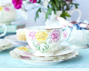 Stylish Aynsley tea cup, saucer and plate from the 1930s: hand finished tea set pattern B3239, a great gift for someone special