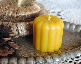 2 x Beeswax Bundt Cake Candle - Xmas, Christmas Table Centre Piece - Bundt Cake Beeswax Candle