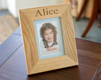 """The Fine Wooden Article Personalised Engraved Traditional Solid Oak Picture Frame 6"""" x 4"""""""