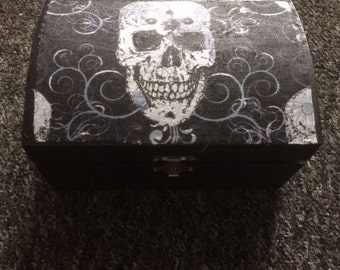 Jewellery or trinket or keepsake box