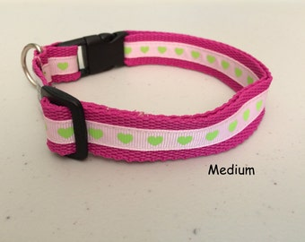 Dog collar in pink or blue