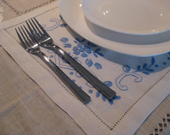 Set of 6 linen blend napkin with embroidery & hemstitch