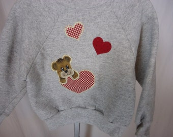 Girls Valentine sweatshirt size 4 heather gray with embroidered bear and hearts  handmade