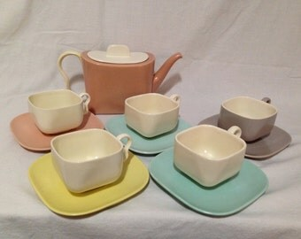 SALE! Vintage Franciscan Ware METROPOLITAN 5 cups and saucers and 1 teapot