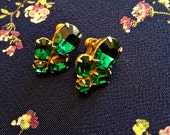 Gorgeous vintage emerald green glass earrings