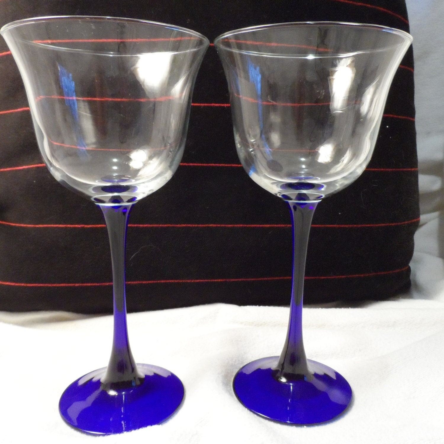 Wine glasses cobalt blue stems pair by bcscollectibles on etsy for Thin stem wine glasses