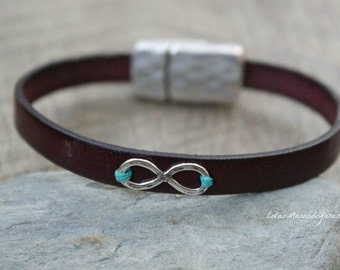 Bracelet silver and closure of magnet man