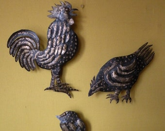 Reliefs Rooster hen chick