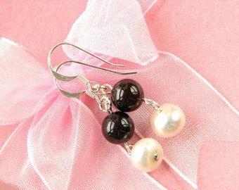 Earrings FW White Pearls 8mm Red Garnet RB 925 EHGR0184
