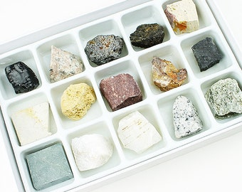 15 Piece Boxed Mineral Collector's Set