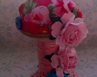 Floral spool pincushion
