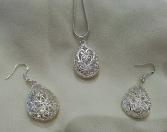 Hollow Detail Silver Necklace and Earring Set
