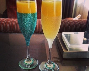 30% OFF - Custom Bridesmaid/Bride Champagne Glitter Glasses + FREE bride's glass