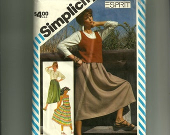 Simplicity Misses' Skirt, Pullover Top, and Tank Top Pattern 6322