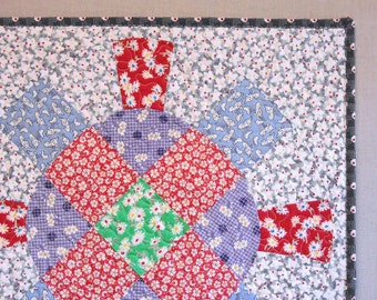 Large Quilted Pillow Sham - Wagon Wheel - Feedsack Fabrics