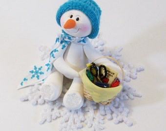 Snowman ornament loves to sew