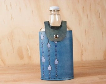 Leather and Glass Flask - Vintage Style - 375ml Flask - Handmade Flask - Rain pattern with modern raindrops - Dark blue, white + light blue