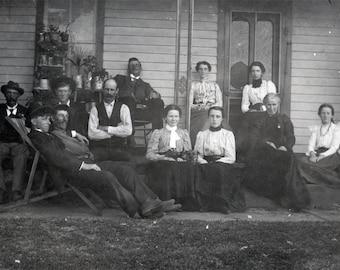 vintage photo 1909 Large FAmily on Porch Women w Dog