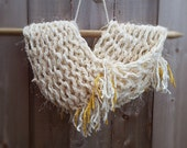 Cream / Chunky Loom Knit Cowl / Loose Knit / Autumn-Winter Scarf