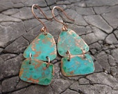 Aqua/blue patina, hammered and hinged copper earrings with a modern shape!