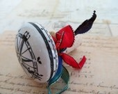 Wine Bottle Stopper With Compass Design