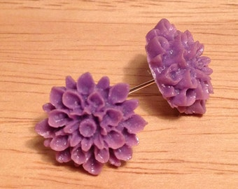 Vintage purple flower post earrings