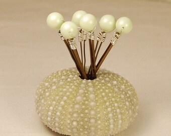 Pastel Green Pearl Bobby Pins, Soft Green 8 mm Swarovski Crystal Pearls on Bronze Hair Pins, Set of 6, Wedding Hair Pins, Wedding Bobby Pin