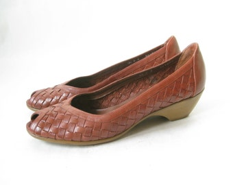 Vintage Woven Leather Peep Toe Heels. Size 7 1/2