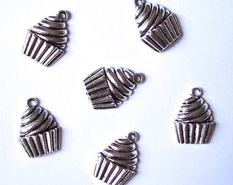 12 Cupcake Charms Pendants