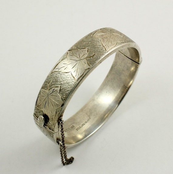 Vintage Sterling Silver Engraved Hinged Bangle Bracelet