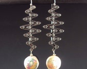 Spira Earrings with Pearl