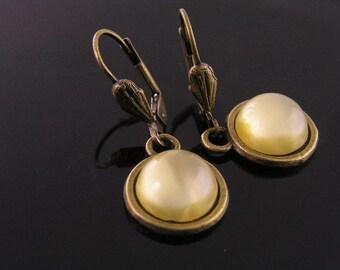 Yellow Givre Glass Earrings, 1950s Glass Jewel Earrings, Retro Earrings, Cabochon Earrings, Yellow Earrings, Small Earrings