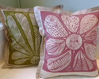 cushion covers/set of 2/pillow cover/floral design/cushion/throw cushion/decorative pillow/linocut/beige/modern interior/green/fuchsia/print