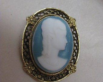 Cameo Blue White Brooch Vintage Gold Filigree Pin