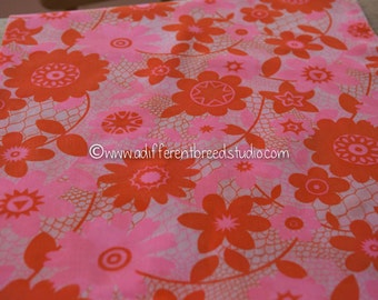 Mod Pink and Orange Daisies - Vintage Fabric  60s 70s New Old Stock Groovy Floral