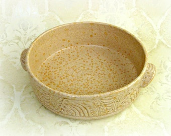 Hand Carved Baker in Speckled Beige