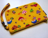 wristlet wallet - padded zipper pouch