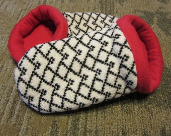 Sweater Slippers Black & White with Red Lining - Women's Small