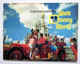 Disney World Mickey Mouse Vacation Pictorial Souvenir Book Vintage 1972 Original Collectible