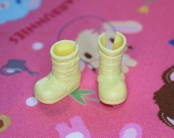 Middie Blythe Butter Yellow buckle boots - doll shoes