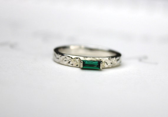 emerald engagement ring . simple engagement ring . unique engagement ring .  alternative engagement ring .
