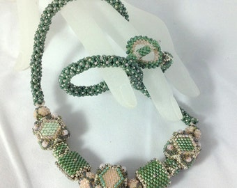 Green and Pink Beaded Bead Necklace... EBW Team