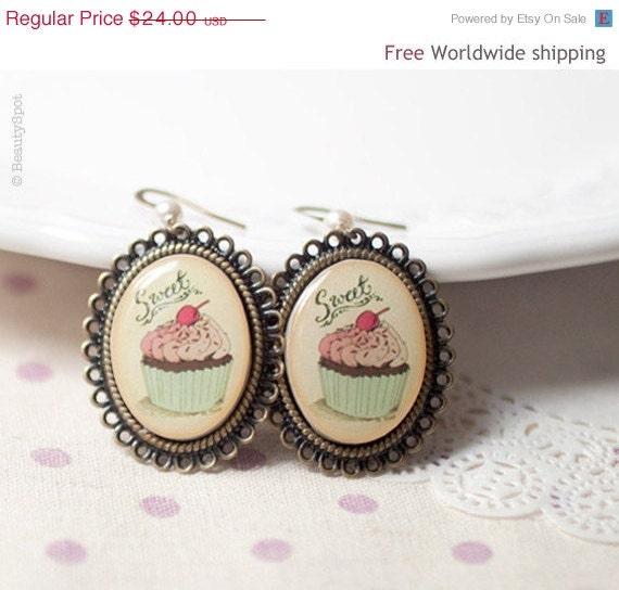 Pink Cupcake earrings - Cupcake Party favor - Cute jewelry  (E019)