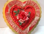 Large Vintage Heart Shaped Candy Box Valentine Love Gold Scalloped Edge Red Satin Ruffled Lace Rose Shabby Chic Wedding Decor Gift Container