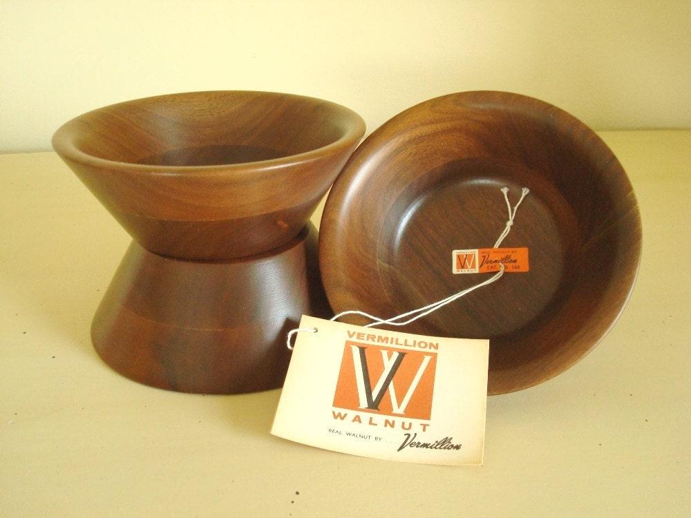 vintage walnut salad bowls 4 unused vermillion walnut brand. Black Bedroom Furniture Sets. Home Design Ideas