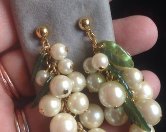 Vintage Pearl and Jade Glass Leaves Gold Tone Pierced Cluster Earrings with Original Display Card