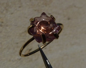 18 ct yellow gold ring with a red-rose tourmalin, size 4 3/4