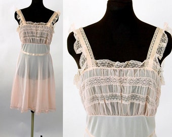 1950s nightgown 50s lingerie pale pink nylon short nightie chiffon and lace Luxite Size 34 Medium